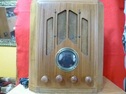 Antiguo radio de bulbos de los 30s.