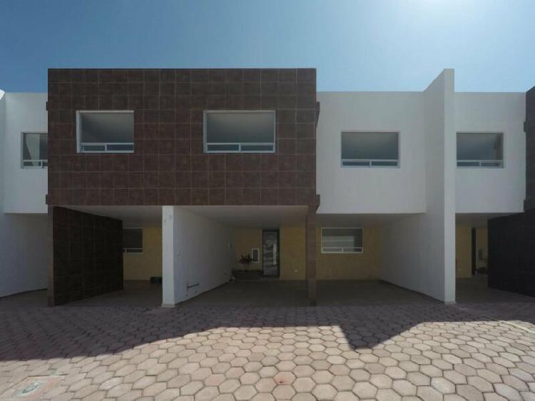 Casa en venta san andrés cholula en privada cerrada, roof