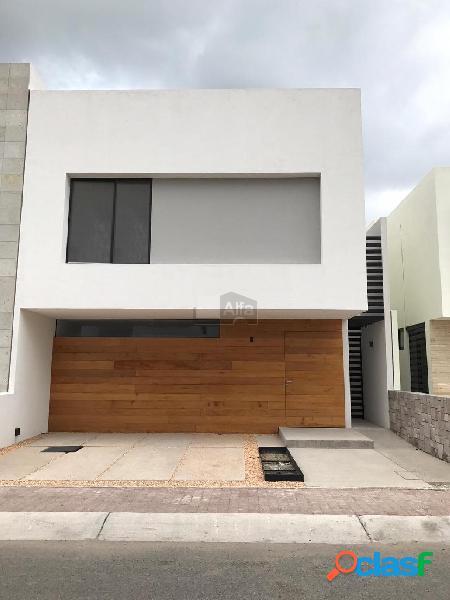 Casa en venta o renta en fracc, la condesa juriquilla de tres niveles con acabados premium