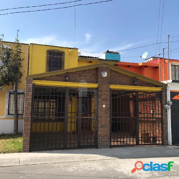 Casa en venta con ampliación en villas santin, toluca cerca de aeropuerto