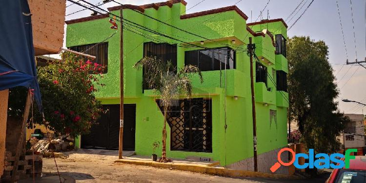 Casa en venta en iztapalapa, casa en venta en esquina cuatro recamaras con closet, tres baños.