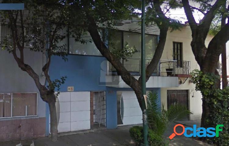 Casa en venta col. villa de cortes, 3 recamaras dos de ellas con vestidor y baño completo.