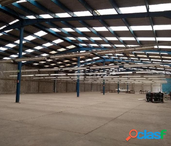 Nave Industrial en Renta de 2000 m2 en Lerma, con oficinas.
