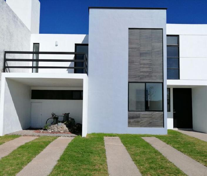 Casa venta aguascalientes norte dellaterra dos pisos amplio