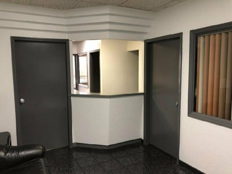 Amplia oficina recién remodelada en edificio bien ubicado