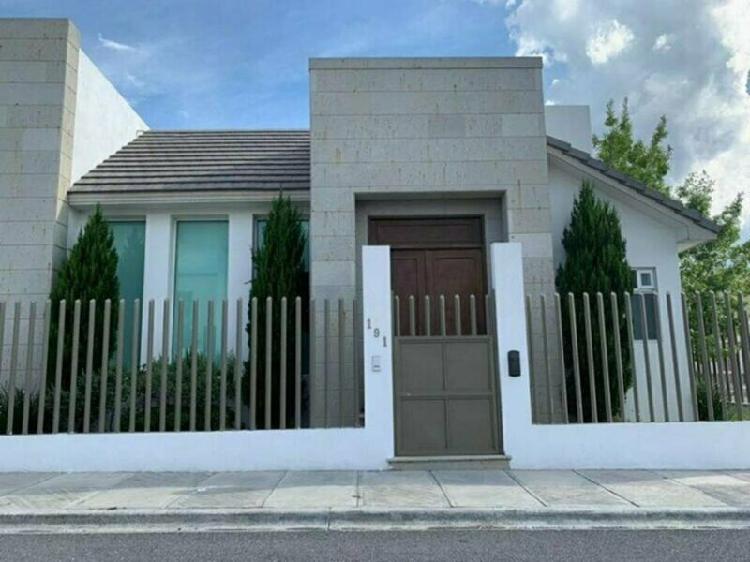 Casa en renta sin amueblar, sector residencial