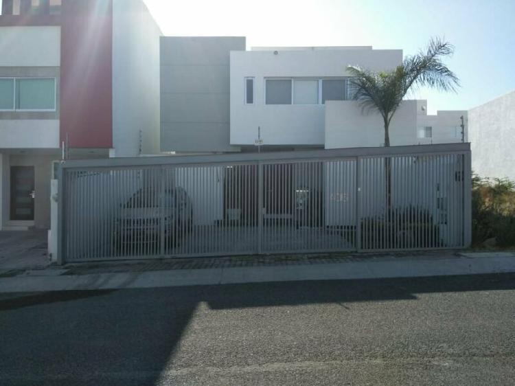 Casa equipada en venta el refugio queretaro 250 m2