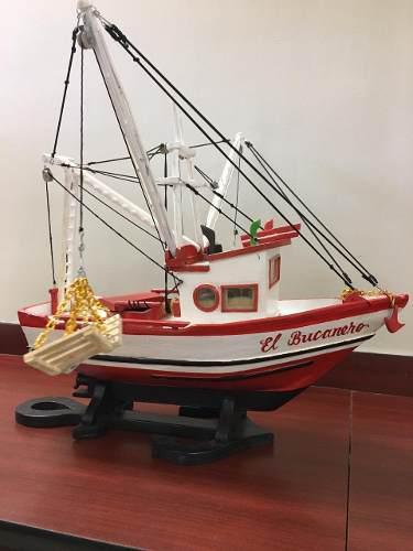 Barco pesquero madera artesanal tamaño escala