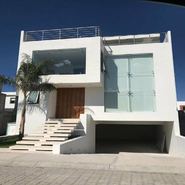 Casa nueva en zona plateada, 3 niv,4 rec baño c/u con area