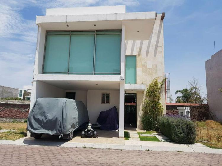 Elegante casa 3niv 3rec con espacio en jardin tipo madera en