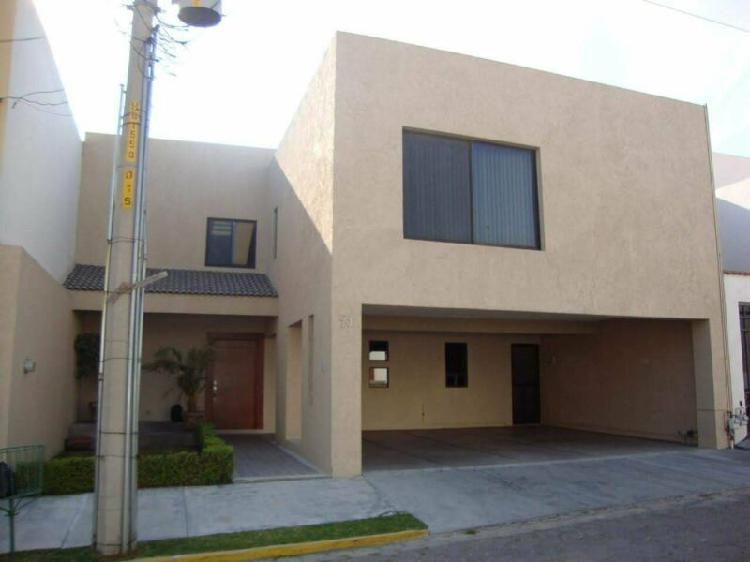 Casa amplia en renta en zavaleta