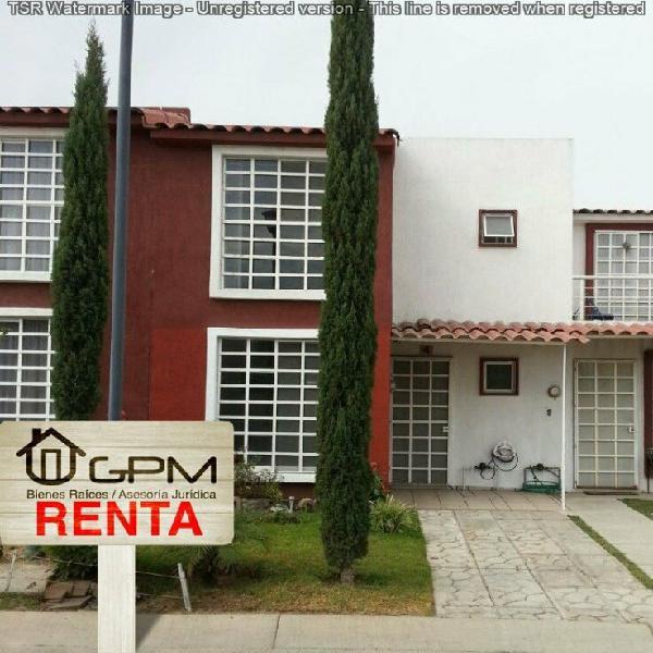 Casa en condominio con acceso controlado