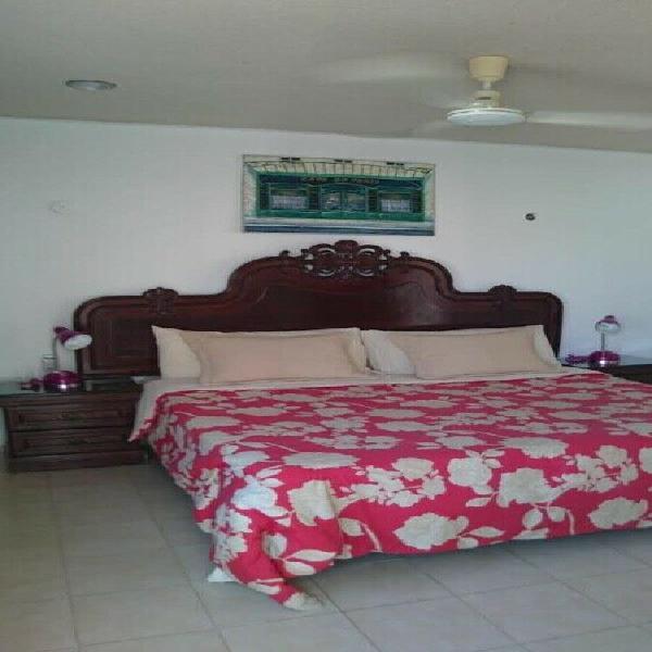 Un cuarto con a/a entrada y baño indep en zona residencial