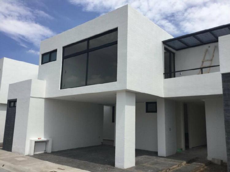 Preciosa casa en residencial por av. estado de méx.,