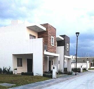 Casa nueva estilo residencial en hermosa privada con áreas