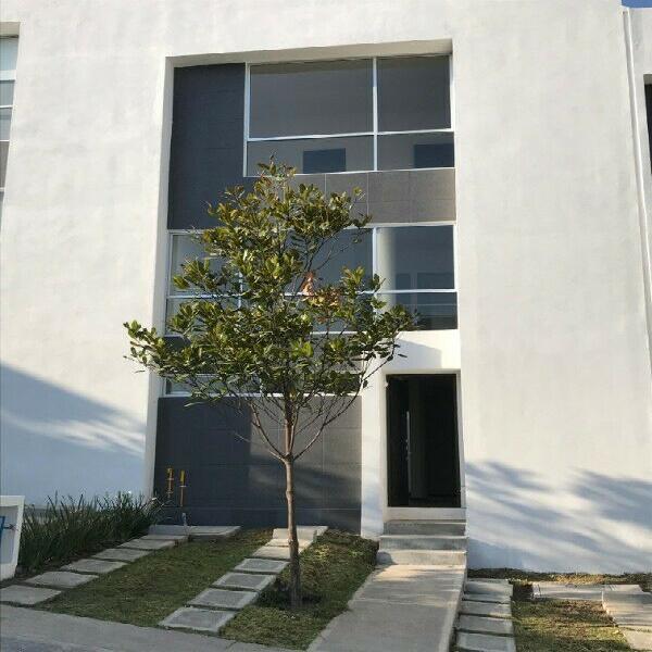 Se renta preciosa casa nueva en el conjunto residencial