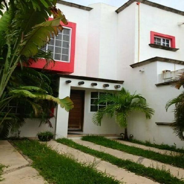 Se vende bonita casa en resindencial canteras cancún
