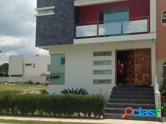 Hermosa y amplia residencia en coto sevilla nueva galicia