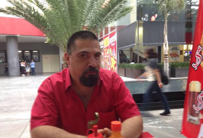 Señor Raúl 47 años busco compañera 19 años busto 36C