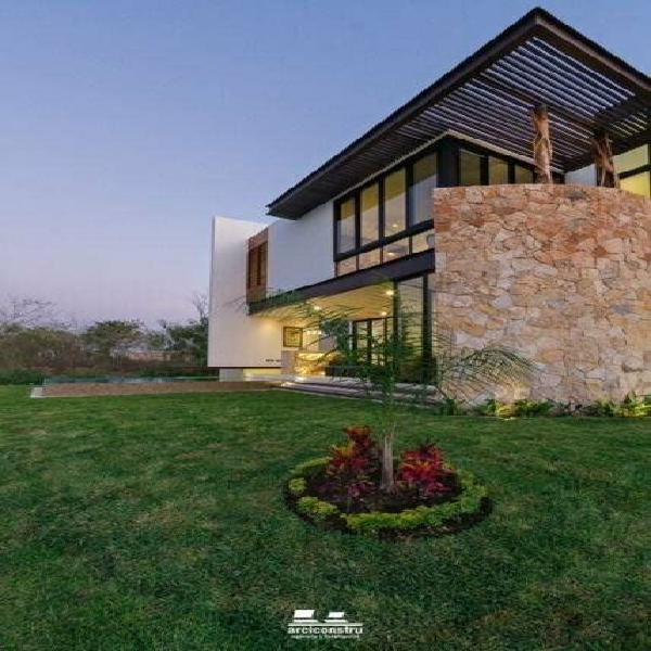Casa en privada residencial punta lago, en temozón norte
