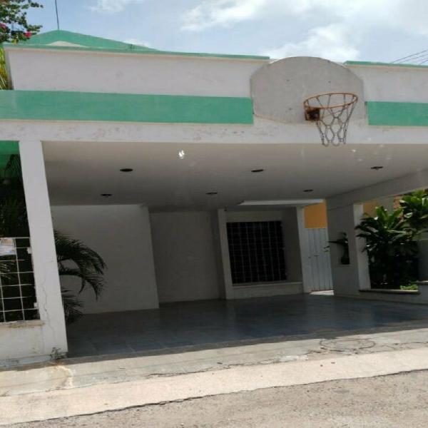 Linda casa amplia en calle privada col villas de itzimna