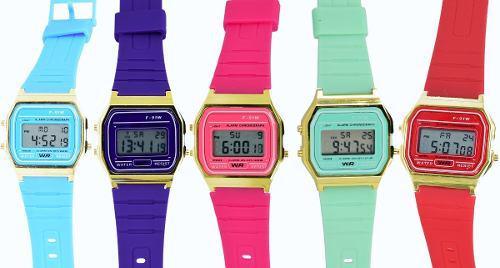 Reloj retro digital colores sin marca