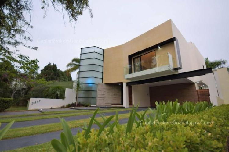Casa remodelada en venta en valle real