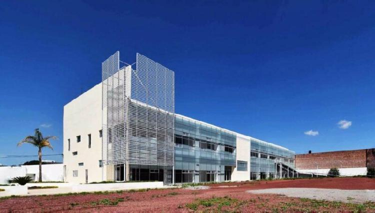 Edificio sobre blvd. felipe angeles, pachuca /