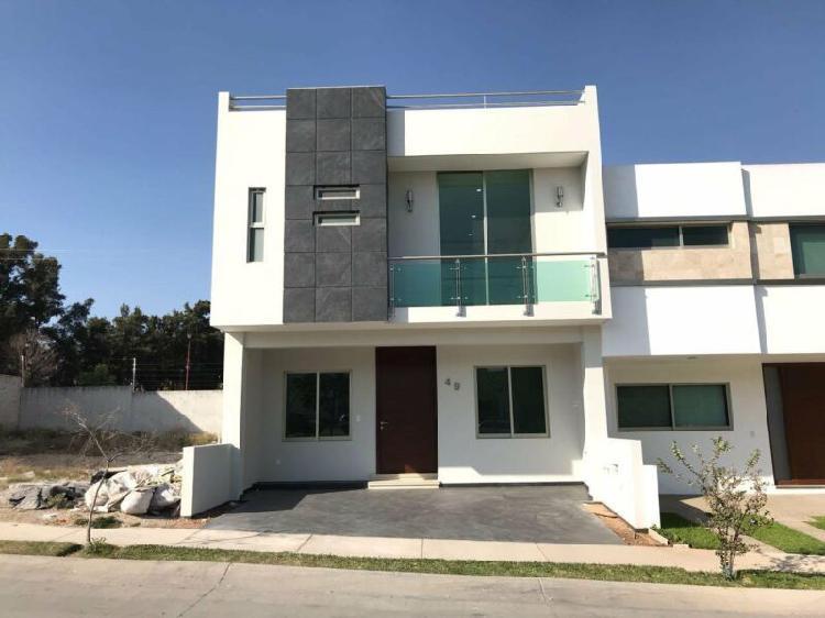 Increible casa 3 niveles en la cima de zapopan
