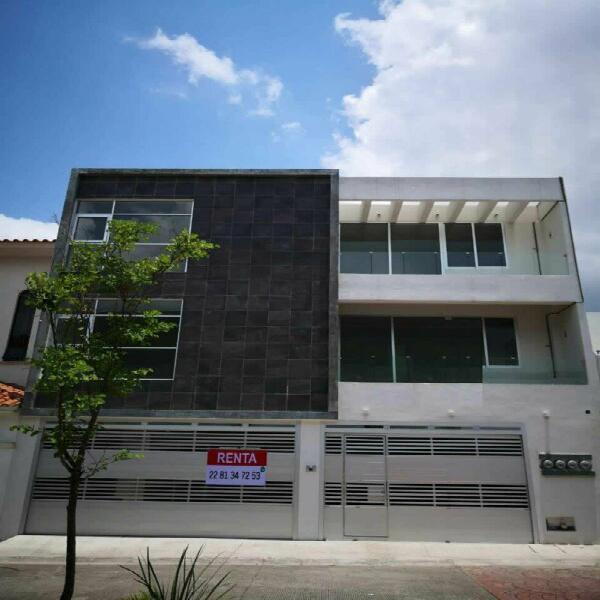 Rento departamento en xalapa de 3 recamaras en el 3 piso
