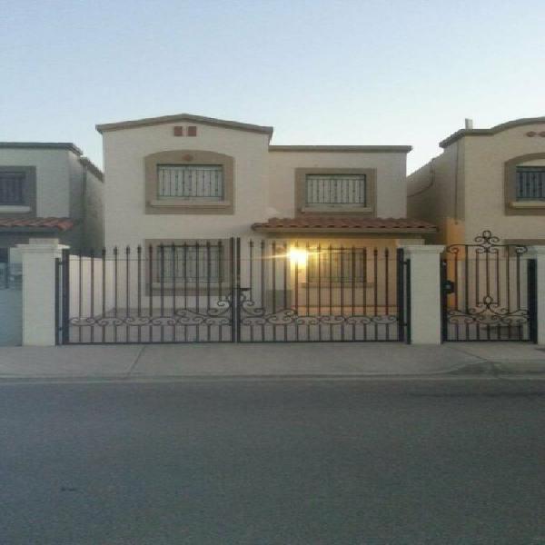 Renta de casa semi amueblada, residencial privado, zona