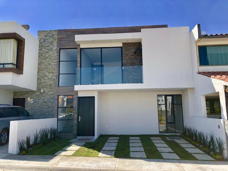 Preciosa casa nueva, frente area verde