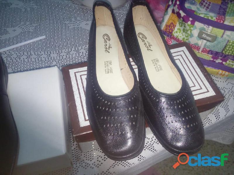 Remato par de zapatos flexi para dama