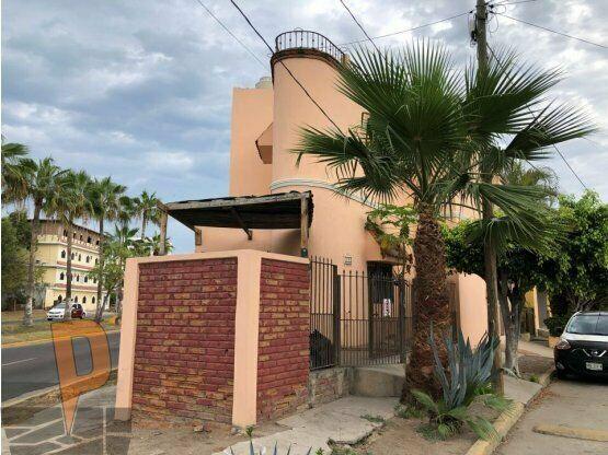 Casa sobre avenida transitada en mazatlán