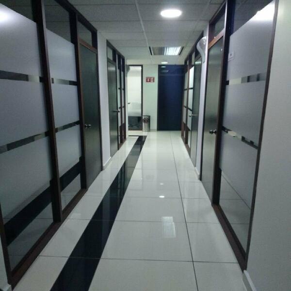 Oficina completamente equipada en renta para 15 persona en