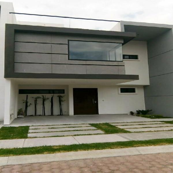 Hermosa casa en venta con acabados residenciales en la