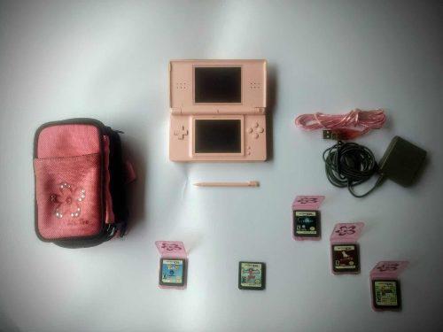 Nintendo ds lite + 5 juegos, estuche y cargador. 1 solo