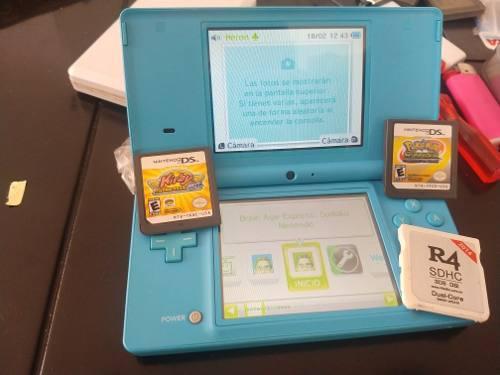 Nintendo dsi con r4, 2 juegos y micro sd 8 gb
