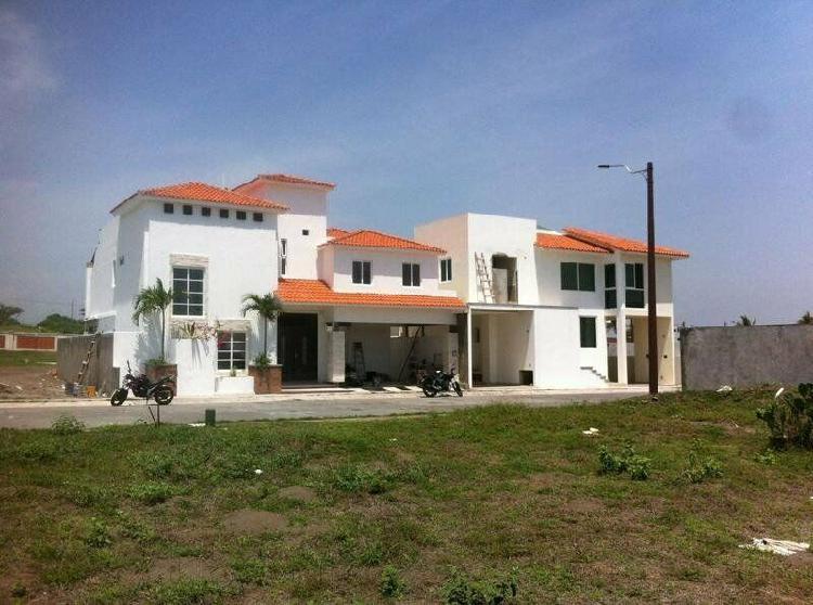 El sendero residencial, casa en venta con sala de tv y roof