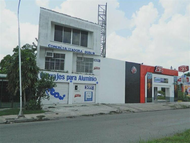 Renta de local comercial con oficinas sobre circuito