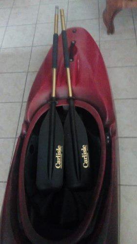 Kayak aguas rápidas con chaleco y remos