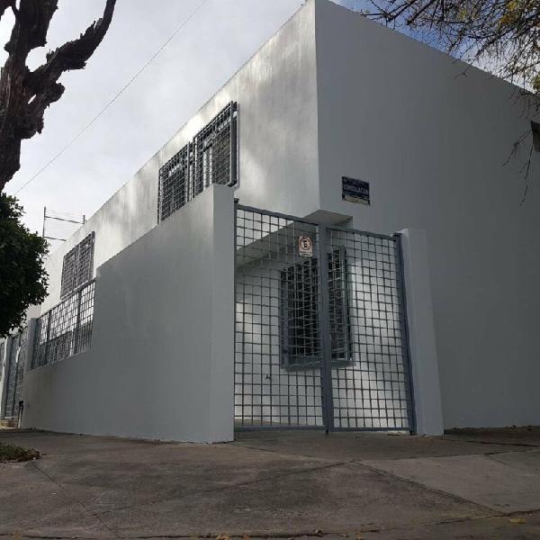 RENTA, OFICINAS REMODELADAS 9 PRIVADOS FRENTE A PARQUE,