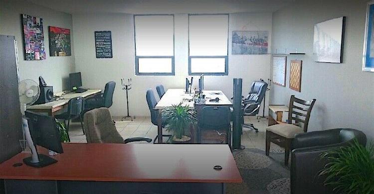 Renta espacio de trabajo en oficina