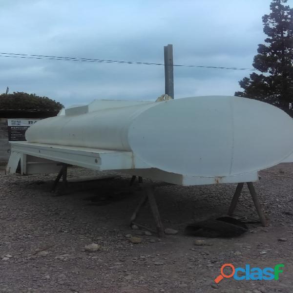 Tanque para agua 20,000 lts con equipo de bombeo de 6 caballos instalado sobre chasis