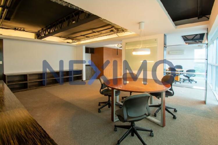 Oficina en renta en edificio corporativo