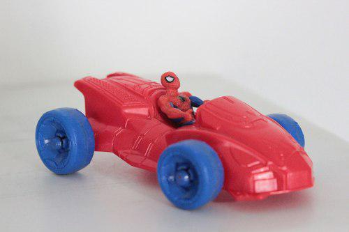 Spiderman en vehículo hombre araña miniatura marvel hasbro