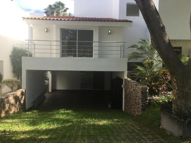 Residencia venta la primavera barrio san luis, 473 m²