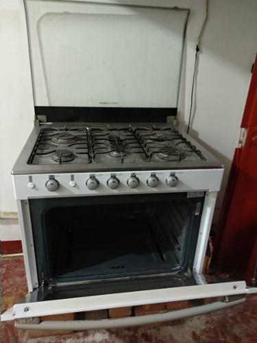 Estufa de gas con horno. general electric.