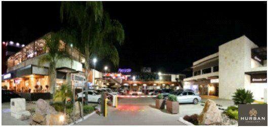Hurban renta locales comerciales en plaza al norte, sobre
