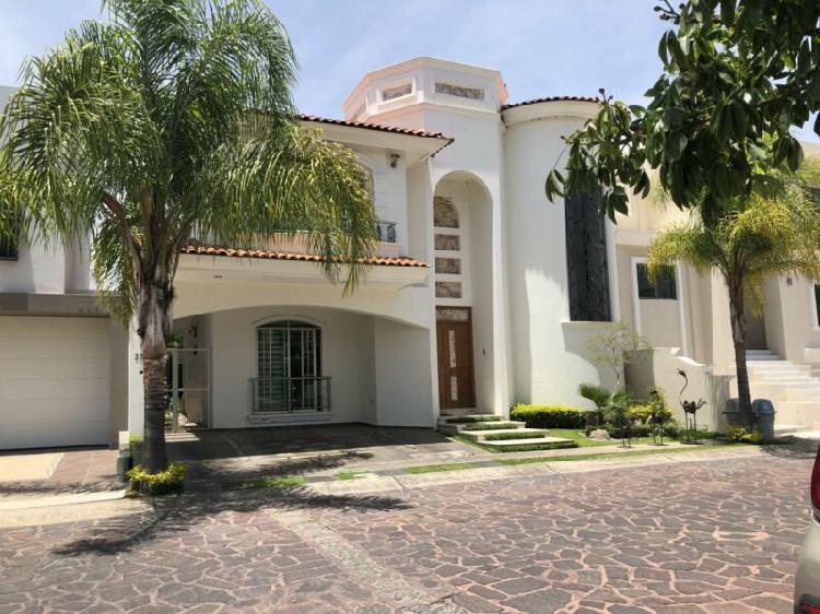 Se vende casa en jardin real coto 2 zapopan